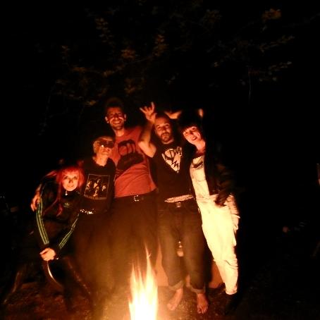 GRRZZZ……… de retour de Tour fin mai avec Deadwood. Intense, secouant. Merci à Deadwood d'exister… ci-dessous photo compromettante des 2 duos avec leur mentor Tot…